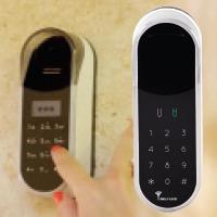 Кодова сенсорна панель MUL-T-LOCK® ENTR™ Touchpad